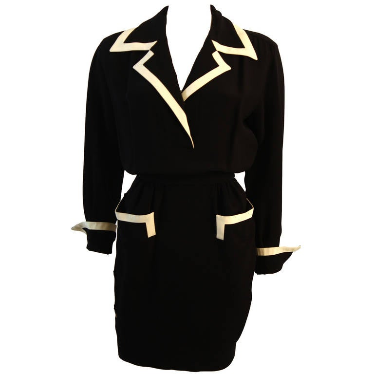 1ef6227ac4 Fabulous Moschino Couture! Classic Pocket Dress with White Piping Detail  Size 44 For Sale