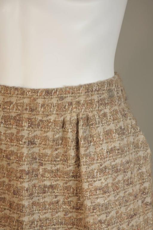 CHANEL Nude Tweed Knee Length Skirt with Brown Metallic Detail Size 6-8 4