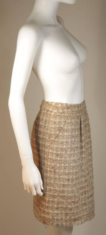 CHANEL Nude Tweed Knee Length Skirt with Brown Metallic Detail Size 6-8 7