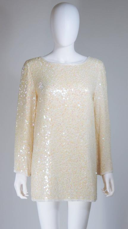 OLEG CASSINI Off White Silk Iridescent Sequin Embellished Tunic Size 6 In Excellent Condition For Sale In Los Angeles, CA