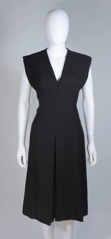 MOLLIE PARNIS 1960's Black Linen A-Line Shift Dress Size 10 In Excellent Condition For Sale In Los Angeles, CA
