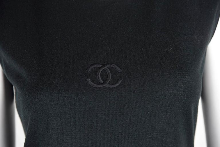 1980s Chanel Boutique Cotton Sleeveless Top with CC front and 4 gold CC Buttons 4