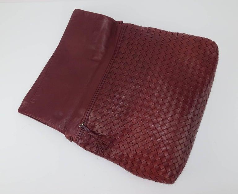 Vintage Bottega Veneta Burgundy Intrecciato Leather Shoulder Handbag For Sale 2