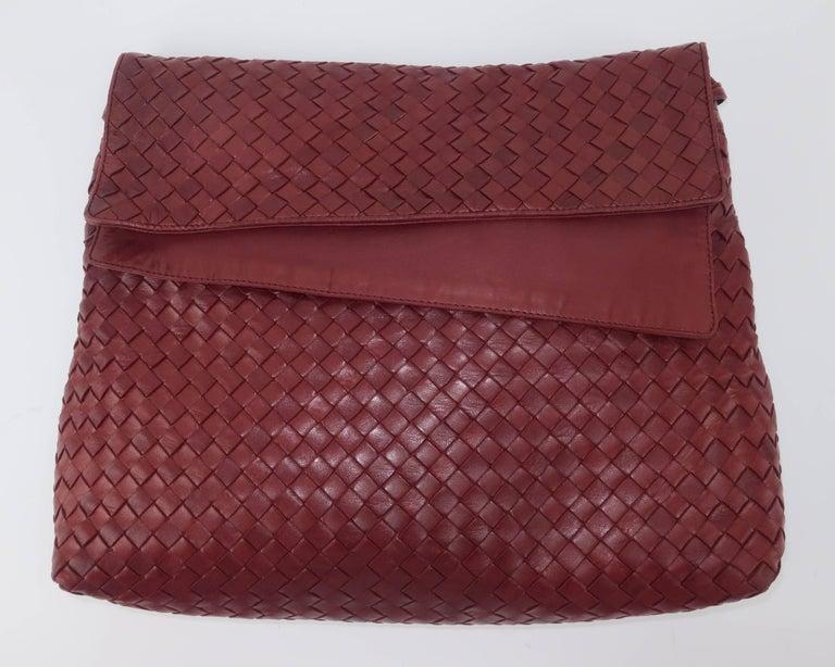 Vintage Bottega Veneta Burgundy Intrecciato Leather Shoulder Handbag In Good Condition For Sale In Atlanta, GA
