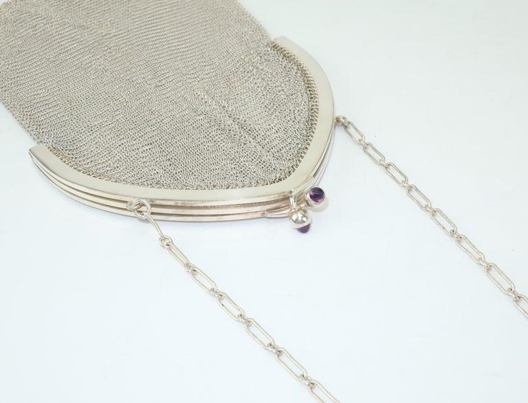 Art Deco 1920's Whiting & Davis Silver Mesh Chain Mail Flapper Handbag In Good Condition For Sale In Atlanta, GA