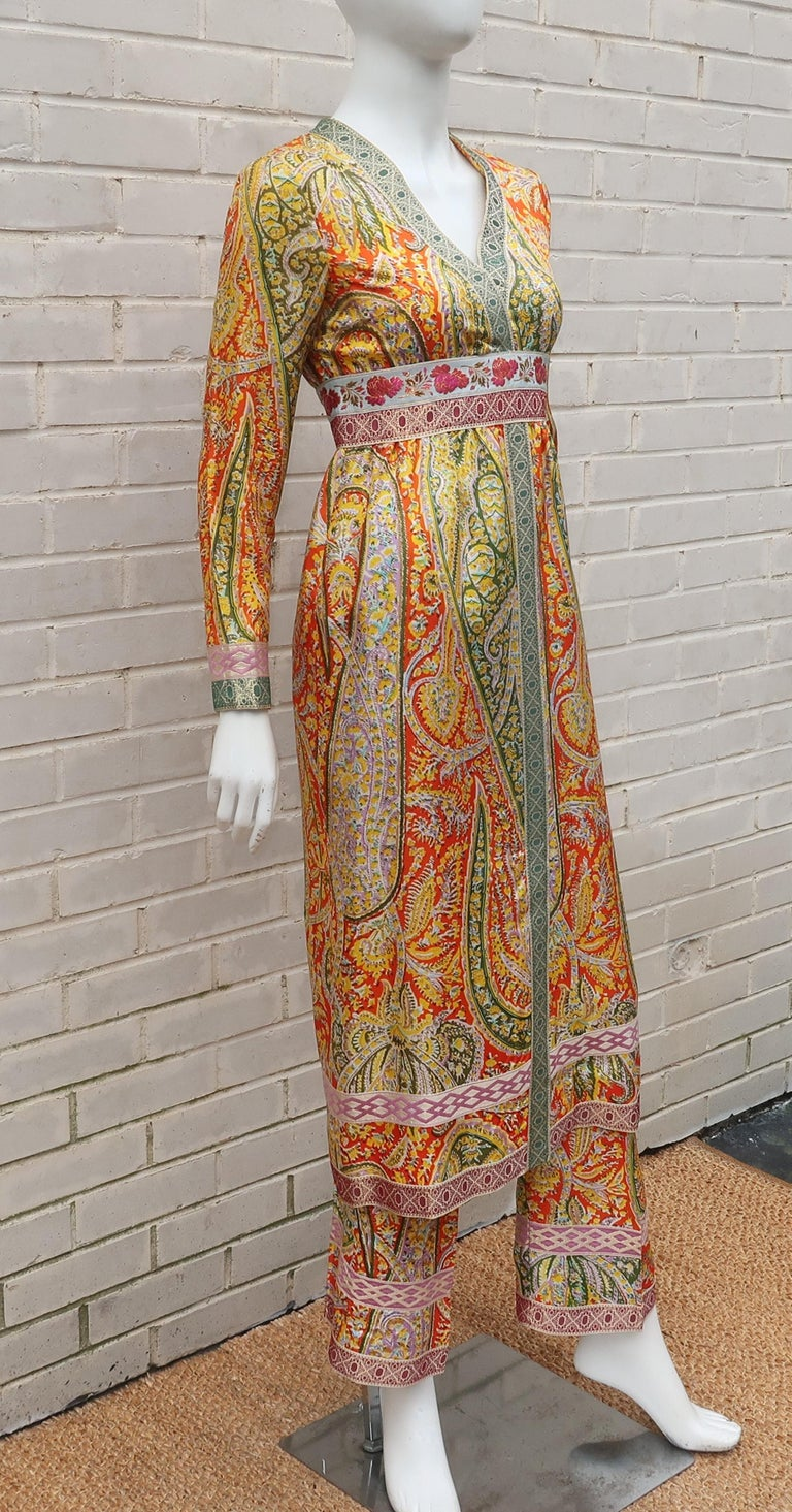 Eloise Curtis Exotic Mod Paisley Tunic Dress and Pant Suit, 1960s  In Good Condition For Sale In Atlanta, GA