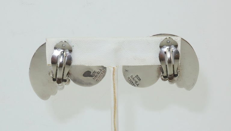 C.1980 Taxco Mexican Artisan Sterling Silver & Brass Earrings In Good Condition For Sale In Atlanta, GA