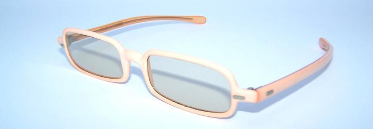 1960's Mod French Fleshtone Peach Sunglasses In Excellent Condition For Sale In Atlanta, GA