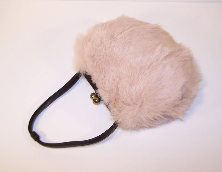 Beige Fluffy 1950's Morris Moskowitz Pink Fur & Black Leather Handbag For Sale