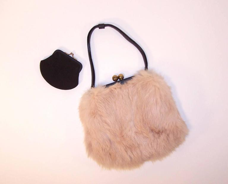Fluffy 1950 s Morris Moskowitz Pink Fur   Black Leather Handbag In  Excellent Condition For Sale In 6c59aa8f3adce