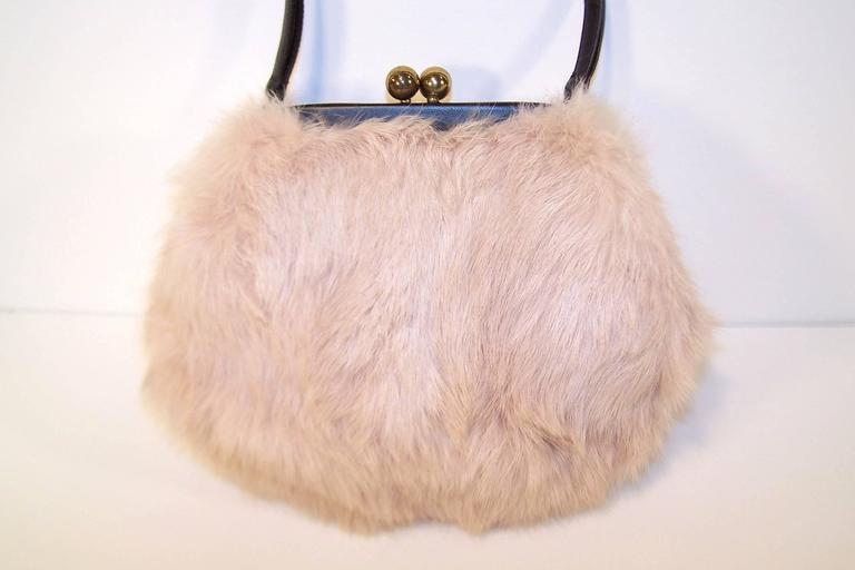Women's Fluffy 1950's Morris Moskowitz Pink Fur & Black Leather Handbag For Sale