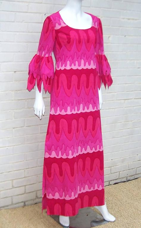 C.1970 Hot Pink Mod Print Maxi Dress With Petal Sleeves In Excellent Condition For Sale In Atlanta, GA