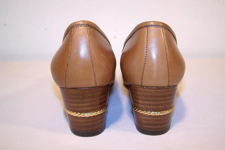Women's 1970's Classic Gucci Tan Leather Heeled Loafers With Gold Braid Buckles For Sale