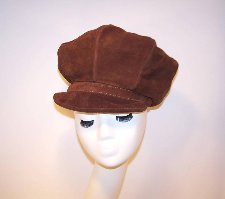 EXTRA! EXTRA! C.1970 Newsboy Style Brown Suede Boho Hat In Excellent Condition For Sale In Atlanta, GA