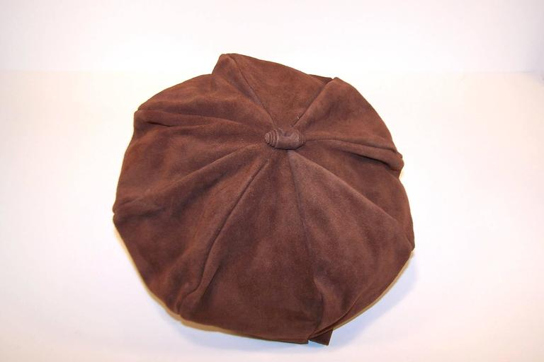 EXTRA! EXTRA! C.1970 Newsboy Style Brown Suede Boho Hat For Sale 4
