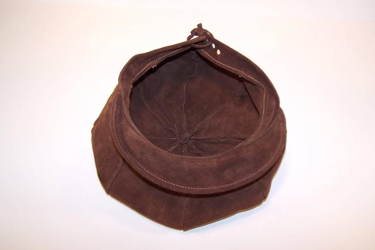 EXTRA! EXTRA! C.1970 Newsboy Style Brown Suede Boho Hat For Sale 5