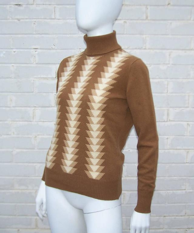 1970's Jaeger Graphic Op Art Print Wool Turtleneck Sweater In Excellent Condition For Sale In Atlanta, GA