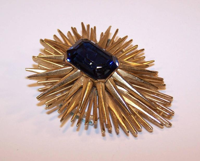 Sculptural 1950's Trifari Brutalist Starburst Brooch In Excellent Condition For Sale In Atlanta, GA