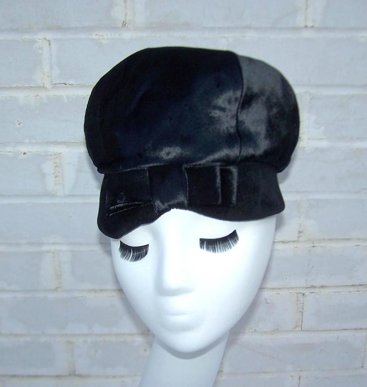 Mod 1960's Mr. John Jr. Black Faux Fur & Velvet Hat With Bow In Excellent Condition For Sale In Atlanta, GA