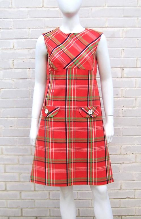 Mod 1960's John Baldwin Plaid Jumper Style Dress With Matching Coat In Excellent Condition For Sale In Atlanta, GA