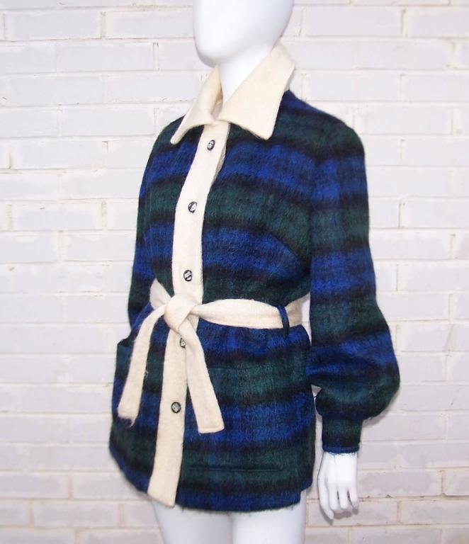 Cozy C.1950 Plaid Scottish Mohair Car Coat Jacket In Excellent Condition For Sale In Atlanta, GA