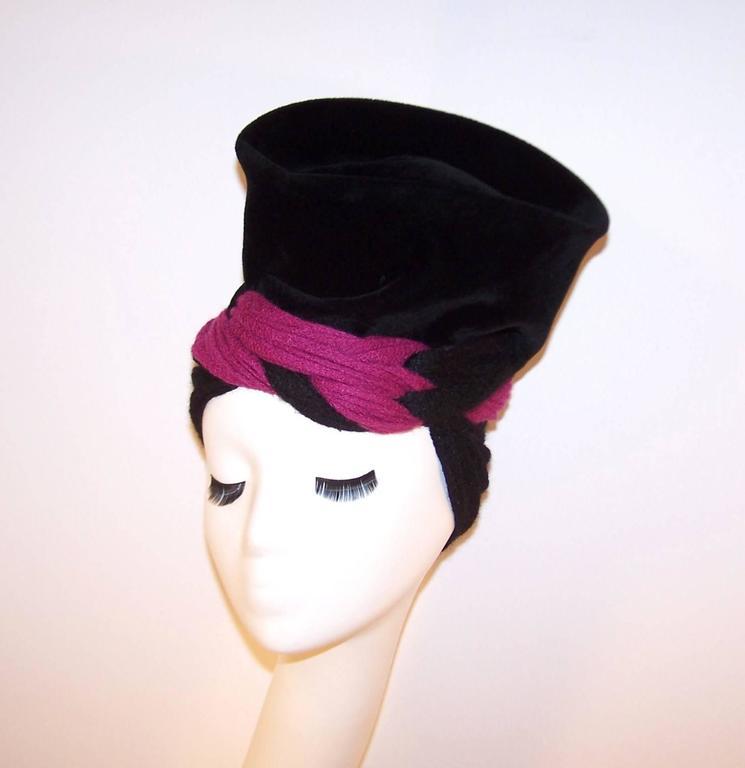 Women's Avant-Garde C.1940 Black Velvet Hat With Fuchsia Wool Snood For Sale
