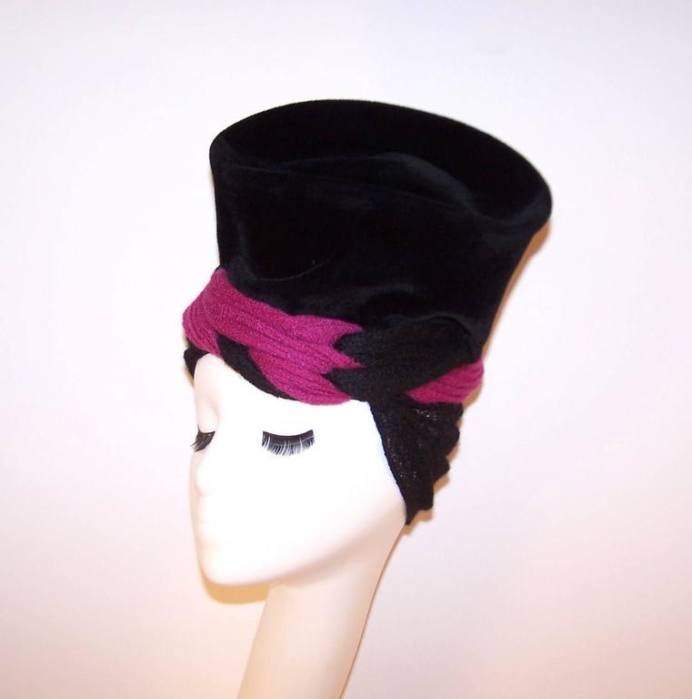 Avant-Garde C.1940 Black Velvet Hat With Fuchsia Wool Snood For Sale 1