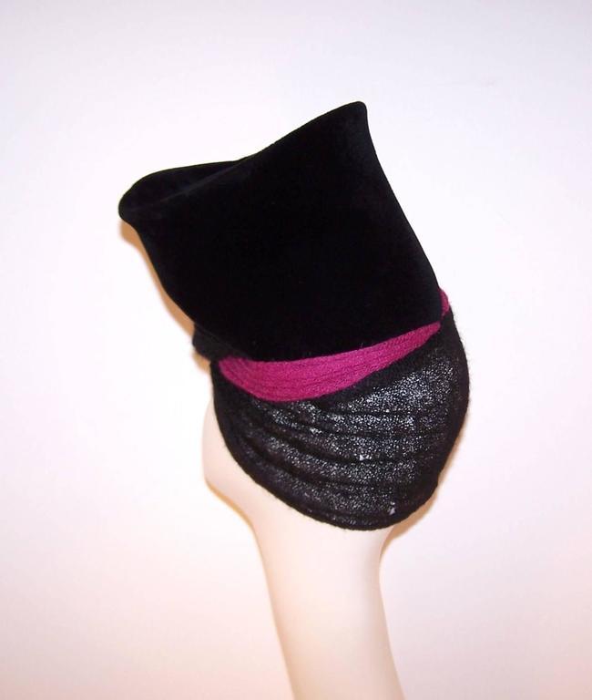 Avant-Garde C.1940 Black Velvet Hat With Fuchsia Wool Snood For Sale 3
