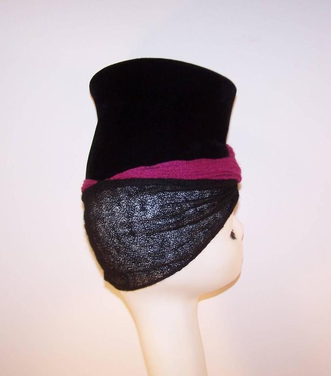 Avant-Garde C.1940 Black Velvet Hat With Fuchsia Wool Snood For Sale 4