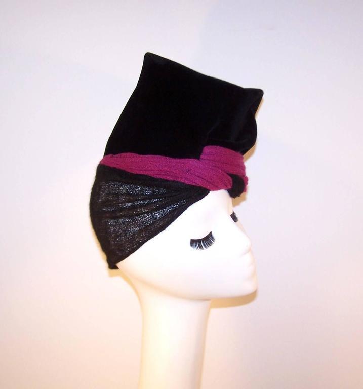 Avant-Garde C.1940 Black Velvet Hat With Fuchsia Wool Snood For Sale 5