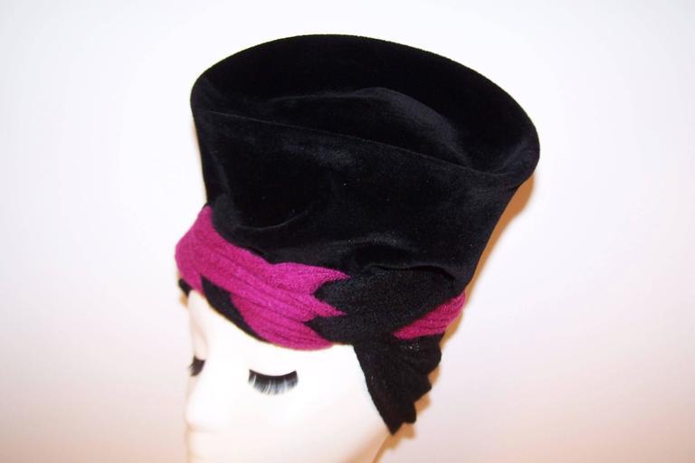 Avant-Garde C.1940 Black Velvet Hat With Fuchsia Wool Snood For Sale 6