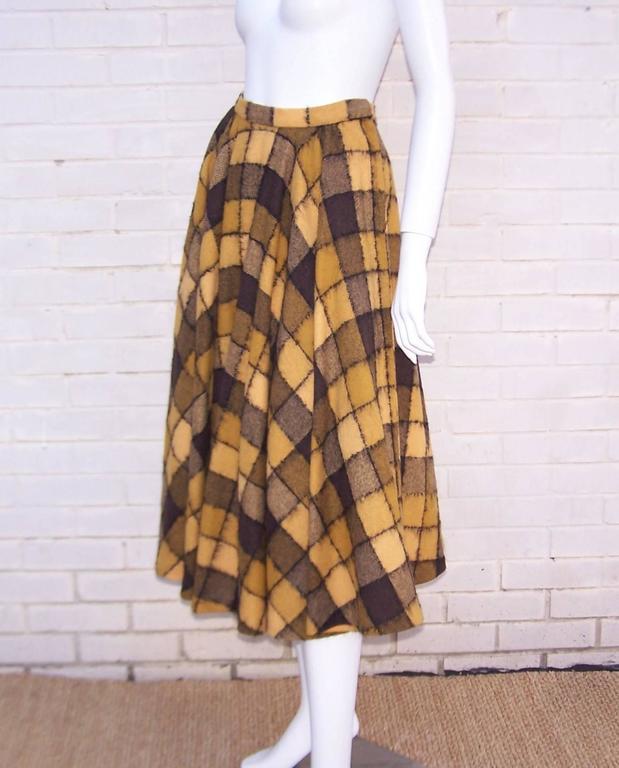 Women's Checkered 1950's Wool Full Circle Skirt For Sale
