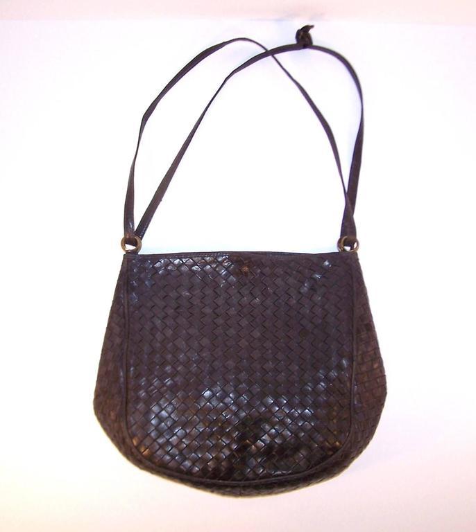 Vintage Bottega Veneta Charcoal Gray Intrecciato Leather Shoulder Handbag  In Excellent Condition For Sale In Atlanta ff390ef2d8a4b