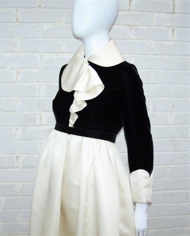 Fab 1960's Geoffrey Beene Black Velvet & Ivory Satin Evening Dress For Sale 3