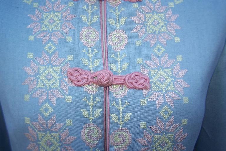 C.1980 Oscar de la Renta Baby Blue Linen Skirt Suit With Pastel Embroidery For Sale 1