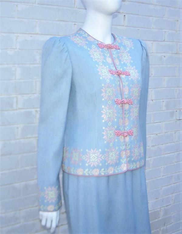 C.1980 Oscar de la Renta Baby Blue Linen Skirt Suit With Pastel Embroidery For Sale 2