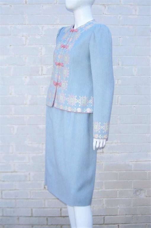 C.1980 Oscar de la Renta Baby Blue Linen Skirt Suit With Pastel Embroidery For Sale 3