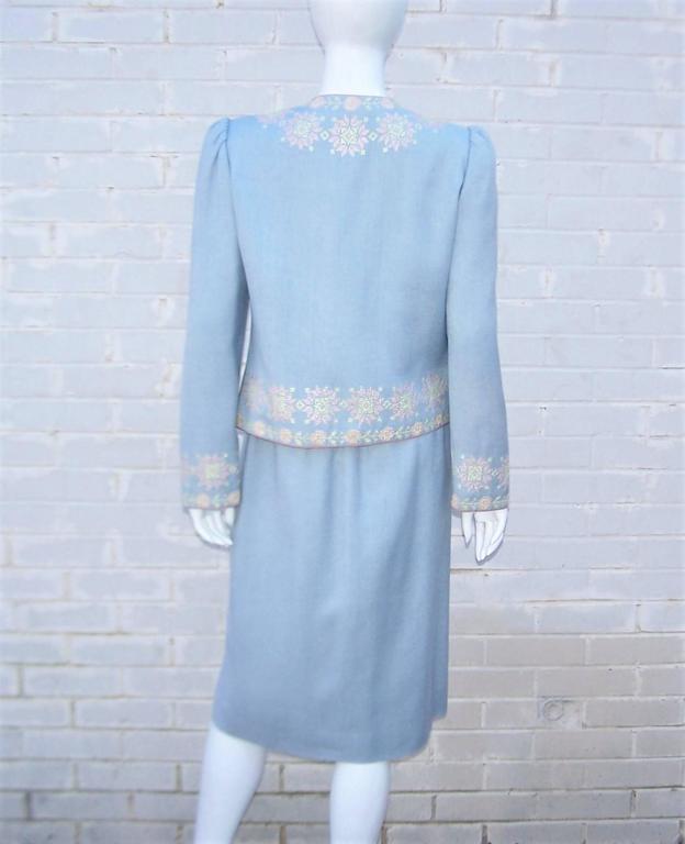 C.1980 Oscar de la Renta Baby Blue Linen Skirt Suit With Pastel Embroidery For Sale 4