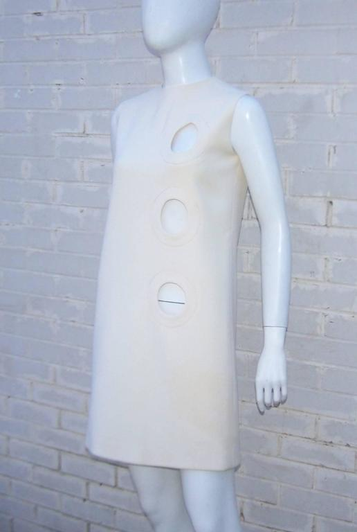 Space Age 1960's Pierre Cardin Mod A-Line Dress Featuring Cut Out Design In Good Condition For Sale In Atlanta, GA