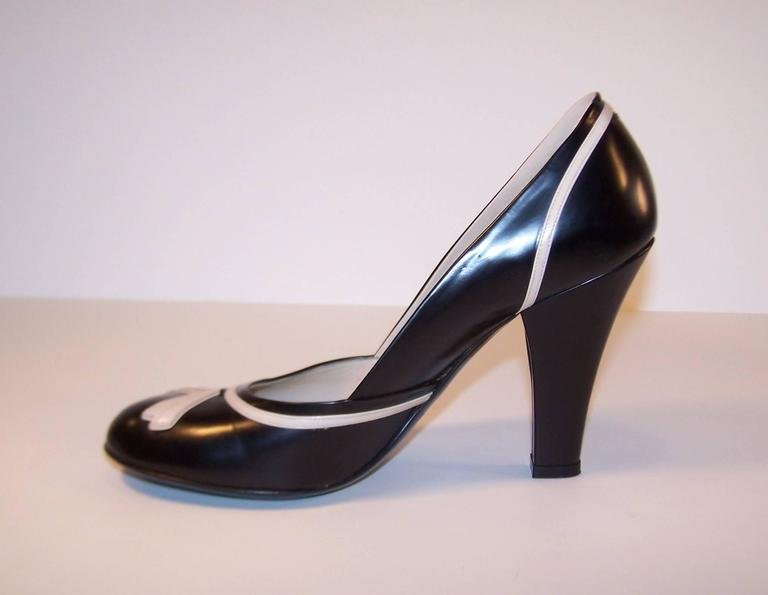 Pin Up Girl Style Marc Jacobs Two Tone Leather Pumps Sz 38 For Sale 1
