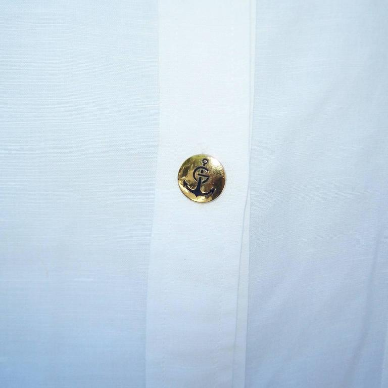 Women's Crisp 1970's Gucci White Linen Shirt With Nautical Enamel Logo Buttons For Sale