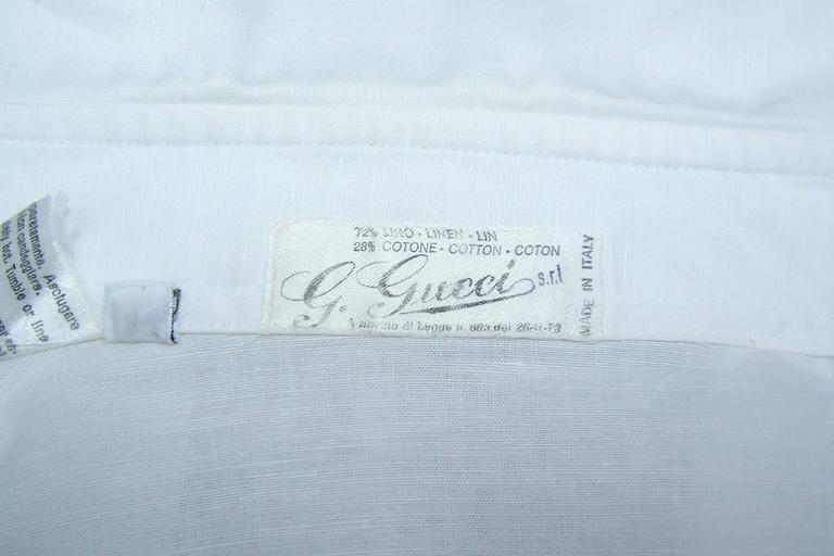 Crisp 1970's Gucci White Linen Shirt With Nautical Enamel Logo Buttons For Sale 4