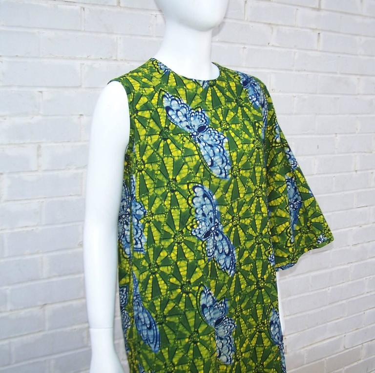 Exotic 1960's Colorful Batik Caftan With Butterfly Motif  In Excellent Condition For Sale In Atlanta, GA