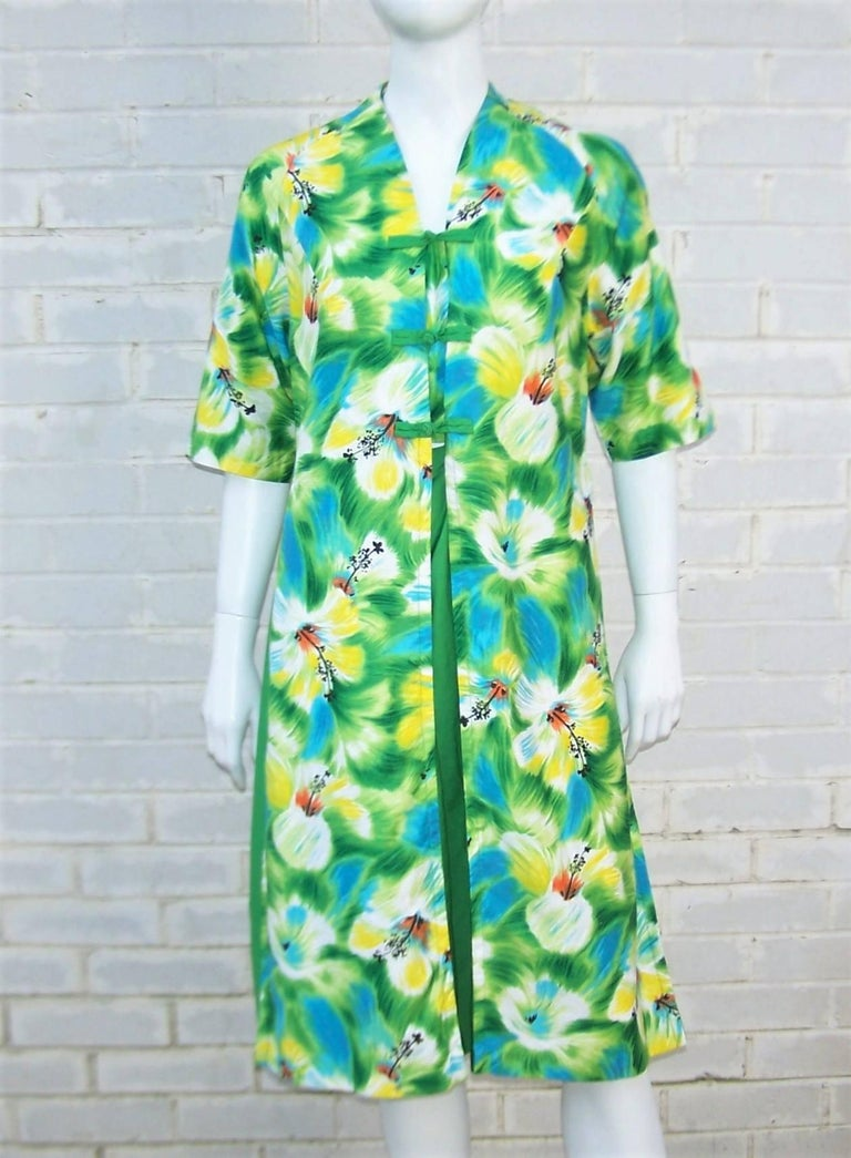 Aloha!  Relax island style in this 1950's polished cotton dress from Kamehameha of Hawaii ... a manufacturer of island inspired fashions best known for their vibrant tropical fabrics.  This casual dress has a comfy loose fit perfect for warm weather