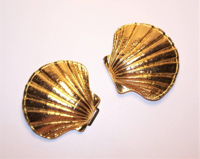 large 1972 mimi di n gold scallop shell belt buckles for