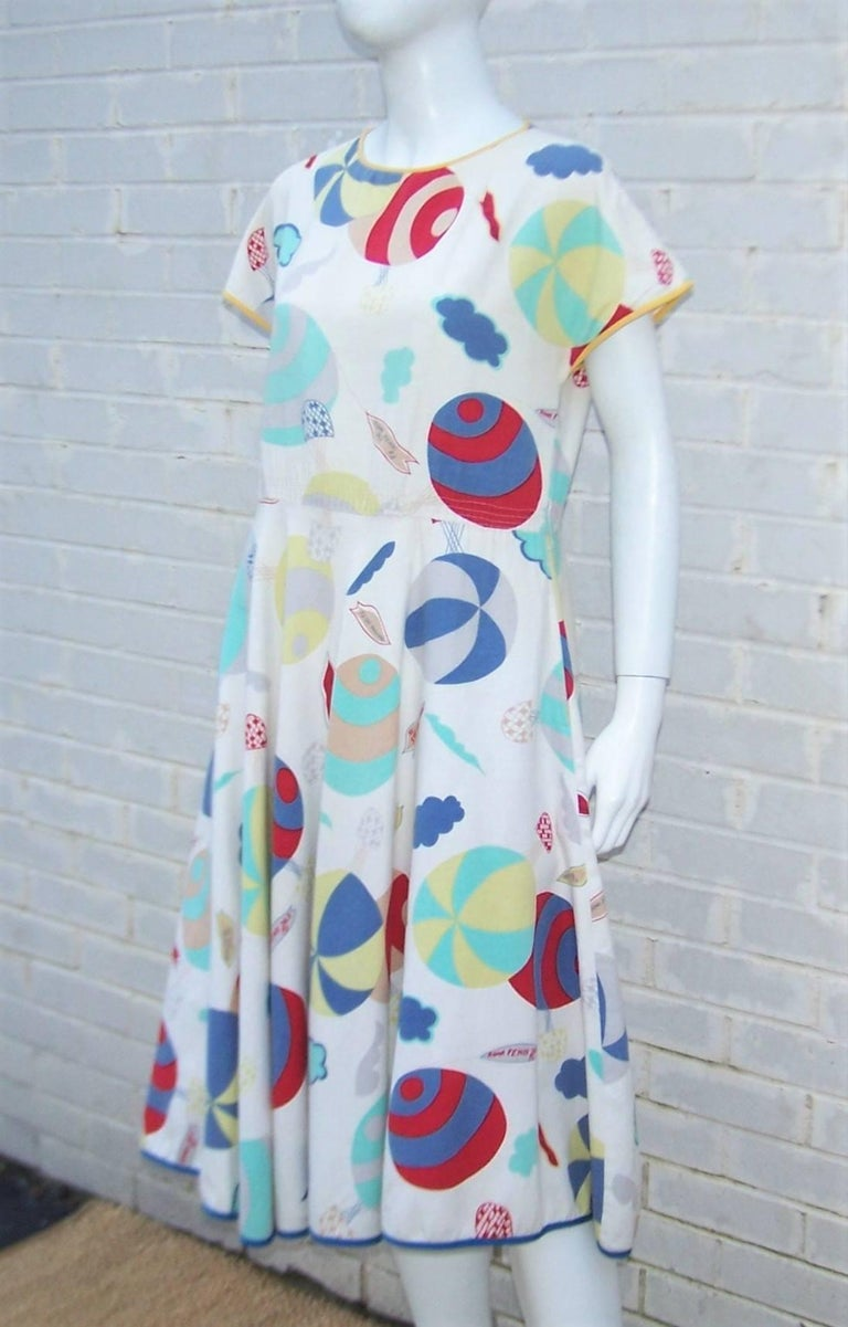 Whimsical 1970's Cotton Day Dress With Hot Air Balloon Logo Print In Good Condition For Sale In Atlanta, GA