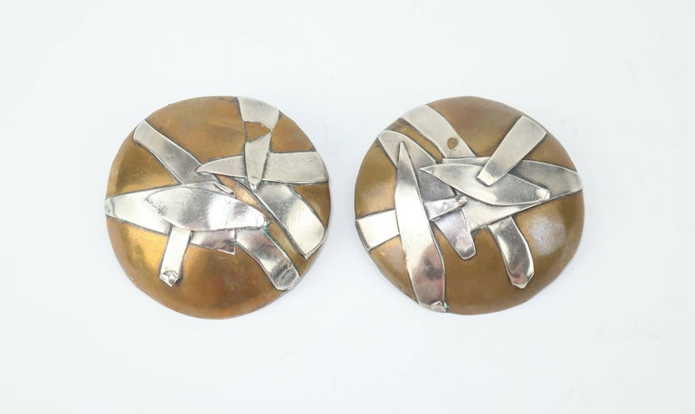 1980s Margaret Ellis Brutalist Bronze and Sterling Silver Earrings In Good Condition For Sale In Atlanta, GA