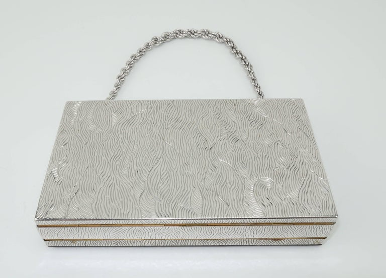 Evans Mother of Pearl Compact Wristlet Handbag, 1950s  In Good Condition For Sale In Atlanta, GA