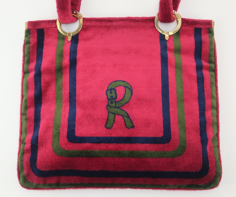 1960's Roberta Di Camerino Velvet Convertible Strap Logo Handbag In Good Condition For Sale In Atlanta, GA