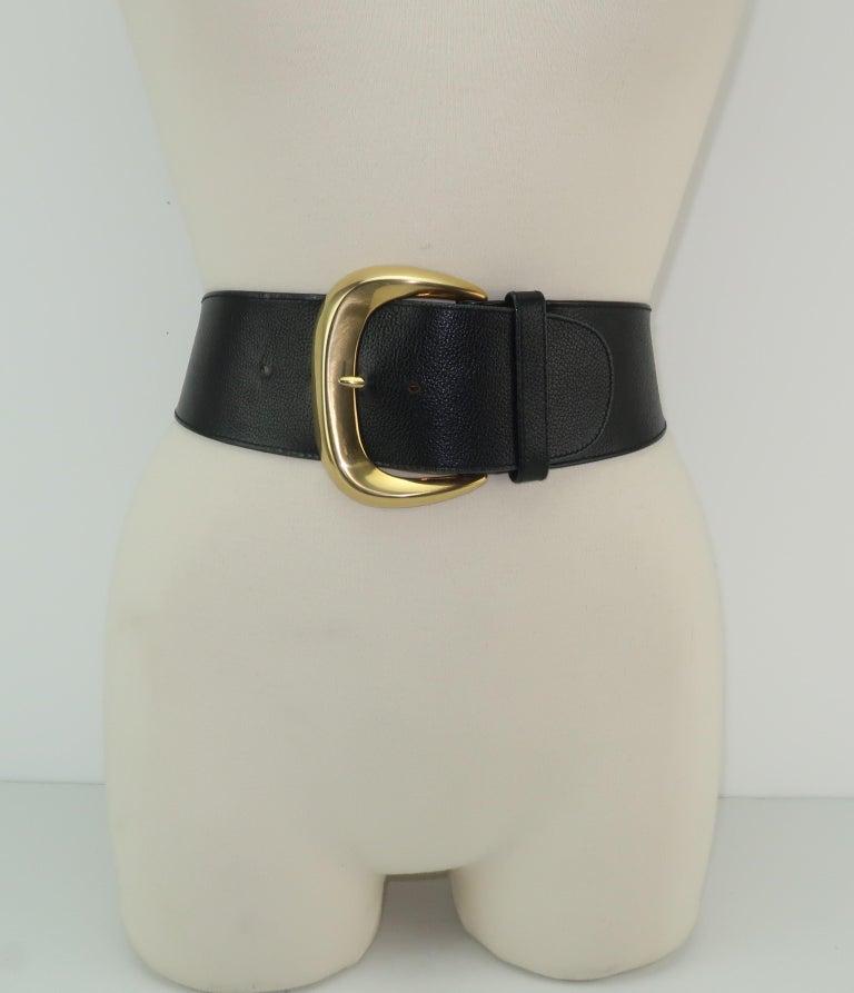 Robert Lee Morris for Donna Karan Gold Buckle Black Leather Belt In Good Condition For Sale In Atlanta, GA